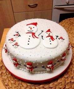 Frosty the snowman cake Christmas Cake Designs, Christmas Cake Decorations, Christmas Cupcakes, Christmas Sweets, Holiday Cakes, Christmas Cooking, Xmas Cakes, Christmas Snowman, Christmas Ideas