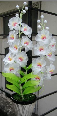 White Orchid Nylon Flowers, Cloth Flowers, Satin Flowers, Diy Flowers, Nylon Crafts, Jute Crafts, Diy And Crafts, Flower Centerpieces, Flower Arrangements