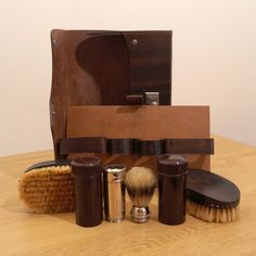 Made in England Vintage Traveling Grooming Set  by UKAmobile