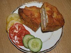 Plátky chleba potřeme z obou stran sýrem,dáme šunkový salám opět z obou stran a obalíme v trojobalu.Poté smažíme na oleji.Podáváme jen se...