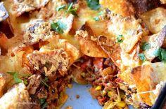 Ben je dol op Nacho's? Serveer dan eens deze Nachos met gehakt saus.Heerlijk knapperig gebakken in de oven, met een flinke portie kaas en japaleno's. Diner Recipes, Mexican Food Recipes, Cooking Recipes, Healthy Recipes, Healthy Nachos, Tapas, I Love Food, Good Food, Yummy Food
