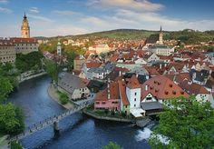 Ceskykrumlov11  si vais a Chequia no os perdáis este pueblo medieval del sur de Bohemia, muy cerca ya de la frontera con Austria. Está declarado Patrimonio de la Humanidad.    Tan perfecto que parece irreal.Tan bonito como Praga