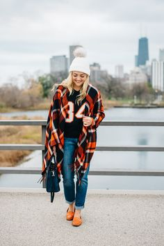 Such a cute fall football outfit. Fall Football Outfit, Tailgate Outfit, Football Outfits, Football Game Attire, Jersey Outfit, College Outfits, Look Cool, Swagg, Autumn Winter Fashion