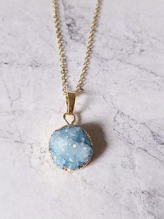 Kristall - Kette mit Kristallanhänger Druse   ◇ türkis - ein Designerstück von faitmaison bei DaWanda