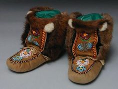 These are fabulous mukluks made by a member of the Selkirk Band in the Yukon. They are beaded on smoked moosehide and have beaver fur on the sides and some other kind of fur on the tops. See a close-up of the beadwork on the vamps and on the tops. Native American Moccasins, Native American Regalia, Beaded Shoes, Beaded Moccasins, Bead Embroidery Patterns, Beaded Embroidery, Beading Patterns, Canadian Clothing, Ribbon Skirts