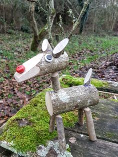 My attempt at a Green-wood reindeer. Christmas Lodge, Christmas Wood Crafts, Christmas Projects, Christmas Decorations, Christmas Ornaments, Wood Reindeer, Wood Animal, Nutcrackers, Star Art