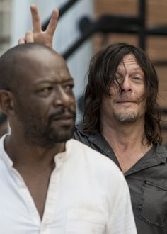 Norman Reedus and Lennie James behind the scenes of The Walking Dead Season 7 Episode 10 | New Best Friends