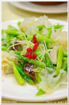 white wood ear mushroom and asparagus stir fry | Taiwanese Vegetarian Cuisine