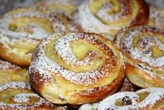 Pudding and quark worm Kuchen Food Cakes, Easy Cake Recipes, Dessert Recipes, Czech Desserts, Gula, Gateaux Cake, Streusel Topping, Pudding Desserts, Sweet Pastries
