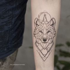 Geometric wolf on hand. Animal tattoo - Geometric wolf on hand. Animal tattoo Informations About Geometric wolf on hand. Animal tattoo Pin Y - Trendy Tattoos, New Tattoos, Hand Tattoos, Small Tattoos, Sleeve Tattoos, Tattoos For Guys, Cool Tattoos, Tatoos, Geometric Wolf Tattoo