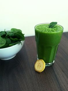 Green smoothie - spinach, apple, banana