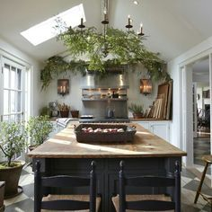 Now Serving Country House Style Daily! There are a thousand ways to put Country House style into your life – it comes down to the details. New Kitchen, Kitchen Dining, Kitchen Decor, Kitchen Island, Kitchen Ideas, Cozy Kitchen, Green Kitchen, Kitchen With Plants, French Bistro Kitchen