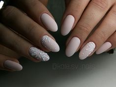 If you are getting ready for the holidays by painting a winter wonderland on your nails, these Cutest Christmas Nail Art DIY Ideas will surely give you a cheerful Christmas season this year. Snowflake Nail Design, Snowflake Nails, Christmas Nail Art Designs, Cute Christmas Nails, Xmas Nails, Holiday Nails, Christmas Tree, Winter Nail Art, Winter Nails