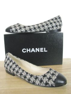 CLASSIC CHANEL 'CC' LOGO TWEED LEATHER BALLET FLATS