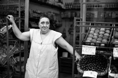 Paul Elledge photo of an Italian woman.. his Italy photos are perfection