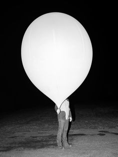 Vincent Levrat Captures the Daily Flight of Devices That Measure Weather Patterns Creative Inspiration, Design Inspiration, Weather Balloon, Weather Instruments, Camera World, Weird And Wonderful, Best Camera, Balloons, Tower