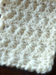 daisy stitch- written instructions and link to video. Would be a super cute baby blanket.