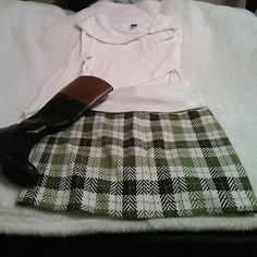 Ann Taylor Tweed Skirt Never worn Fully lined with slits in the front and back. It is a but fits more like a 14. It runs small. Adorable for fall and winter! Never worn. Sweater is also for sale. Great bundle! Ann Taylor Skirts Pencil