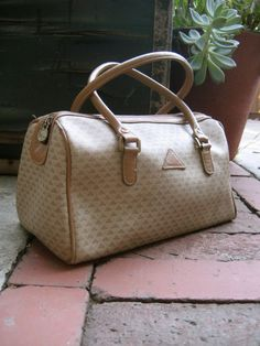 80's Liz Claiborne purse = cool chick if you had one!...ONE???!! I had this in navy..and I had a rubbery green one..