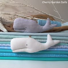 Whales mobile toys for a baby nursery by #cherrygardendolls #whale #nautical #plushwhale #white #whales #baby #nursery #boys #room