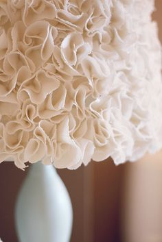 DIY ruffled lamp shade - very pretty  (link to tutorial)