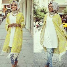 Love this outfit masha Allah :) Yellow and light washed jeans yay--Hulya Aslan Islamic Fashion, Muslim Fashion, Modest Fashion, Hijab Fashion, Unique Fashion, Hijab Wear, Casual Hijab Outfit, Casual Outfits, Hijab Elegante
