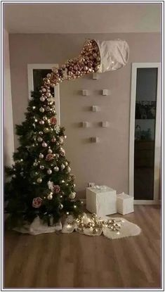 25 Most Interesting DIY Event Decor Ideas : Make Your Events More Attractive. 25 Most Interesting DIY Event Decor Ideas : Make Your Events More Attractive. 25 Most Interestin Funny Christmas Tree, Easy Christmas Crafts, Christmas Humor, All Things Christmas, Christmas Holidays, Outdoor Christmas, Upside Down Christmas Tree, Felt Christmas, Cheap Christmas