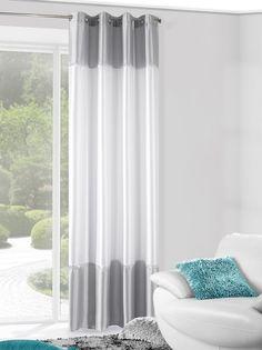 Gotowa zasłona na okno w kolorze srebno białym