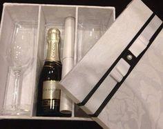 Caixa Para Lembrança Padrinhos Casamento Gifts For Wedding Party, Wedding Favours, Wedding Tips, Boyfriend Gift Basket, Birthday Gift Baskets, Box Art, Maid Of Honor, Bridal Dresses, Champagne