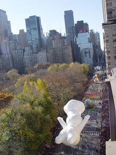 Macy's Thanksgiving Day Parade, Central Park // a slice of Americana Macys Thanksgiving Parade, Thanksgiving Parties, Happy Thanksgiving, Central Park, I Love Nyc, Coral, Concrete Jungle, Places To See, New York City