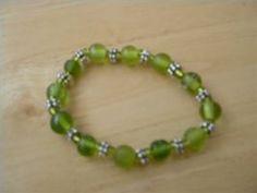 How to Make Elastic Beaded Bracelets thumbnail