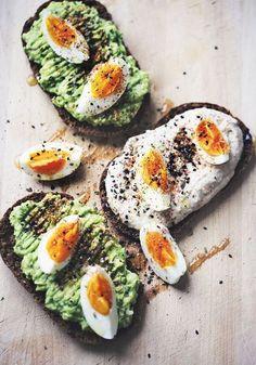 White bean hummus and avocado toast Quick Healthy Breakfast, Healthy Snacks, Healthy Eating, Healthy Recipes, Dinner Healthy, Healthy Nutrition, Paleo Diet, Quick Breakfast Ideas, Diet Recipes