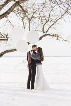 Bride and groom among snowy landscape. Download it at freepik.com! #Freepik #photo #wedding #snow #love #woman