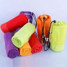Toalla de microfibra de secado r/ápido para deportes de fitness con bolsillo con cremallera para deportes de secado r/ápido color negro HelloCreate