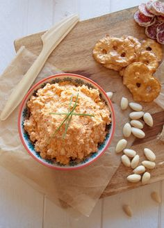 You don't need a blender to make this chunky feta dip with almonds and roasted garlic. Everyone loved this dip at our party! Dip Recipes, Appetizer Recipes, Appetizers, Feta Dip, Red Kitchen, Roasted Garlic, Spreads, Dips, Veggies