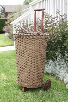 Rolling Market Basket » Sadie Olive - link does not work but love this idea.  I could so make this.