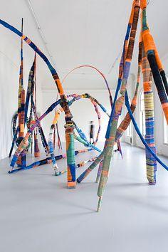 Anton Alvarez, Thread Wrapping Architecture series, Ongoing project, photograph by Katrin Grejling Design Textile, Textile Art, Design Art, Tile Design, Modern Art, Contemporary Art, Instalation Art, Environmental Art, Art Furniture