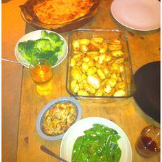 Heston Blumenthals crazy Chicken, Leek & Mushroom Pie with Sautéed rosemary potatoes, Mange tout & Broccoli