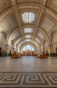 Grand Central's architects also built UNION STATION in 1911. 90' h Beaux-Arts dome houses fed courts & Chihuly sculptures now. 1717 Pacific Ave, Tacoma.
