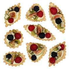 Dainty little fruit tarts Tart Recipes, My Recipes, Cooking Recipes, Pizza Tarts, Mini Tart, Romanian Food, Mini Cupcakes, Finger Foods, Cheesecake