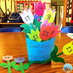A cute end of the year countdown PLUS daily reflections for FREE! My students can't get enough of this cute activity!