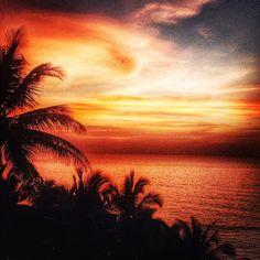 """The changing hues of the beautiful sky #shades #sky #beach #Goa #rajbagh #sunset #incrediblegoa"""