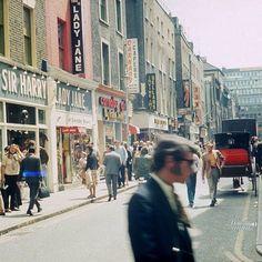 Swinging London Carnaby Street in the sixties Tudor History, British History, Asian History, London History, Anne Boleyn Tudors, Swinging London, Carnaby Street, Air Photo, Strange History