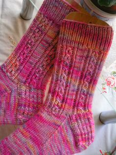 Husch, husch … still quickly in February with the socks. … in the last … – Socken Stricken Top Pattern, Free Pattern, Knitting Patterns, Patterned Socks, Short Socks, Knitting Socks, Mittens, Knit Crochet, Socks