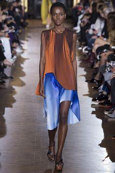 Stella McCartney Spring/Summer 2016 Ready-To-Wear Paris Fashion Week Vogue Paris, Fashion Wear, Couture Fashion, Fashion Show, Fashion Design, Stella Mccartney, Fashion Week Paris, Spring Summer 2016, Spring Summer Fashion