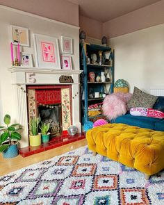 Painted Ceiling With Annie Sloan Wall Paint Pink Ceiling And Eclectic Living Room Indie Living Room, Living Room Decor Eclectic, Eclectic Furniture, New Living Room, Interior Design Living Room, Eclectic Bedrooms, Colorful Furniture, Pink Living Room Furniture, Eclectic Curtains