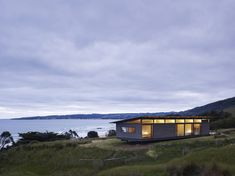 Image 6 of 22 from gallery of Sugar Gum House / Rob Kennon Architects. Courtesy of Rob Kennon Architect Prefab Cabins, Prefab Homes, Residential Architecture, Interior Architecture, Interior Design, Shed Plans, House Plans, Apollo Bay, Casas Containers