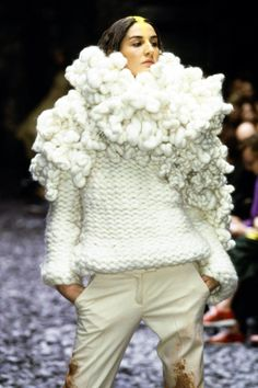 Alexander McQueen Fall 2000 Ready-to-Wear Fashion Show Details
