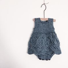 The Lace dress body is a one-piece worked from the bottom up. The body and the lace skirt are knitted separately and are the joined together before the top is knitted. Diy Crochet And Knitting, Knitting For Kids, Baby Knitting Patterns, Baby Patterns, Knit Baby Dress, Knitted Baby Clothes, Newborn Outfits, Girl Outfits, Baby Girl Crochet