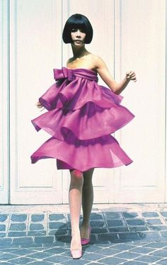 Sixties Fashion, Retro Fashion, Vintage Fashion, High Fashion, Women's Fashion, Pierre Cardin, Pencil Skirt Black, Pencil Skirts, Fashion Marketing